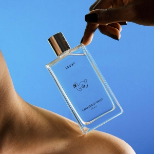 Unisex and fruity musk perfume