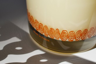 Discover the secrets of the Carrement Belle scented candles production.