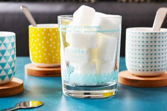 Discover our tips to clean candle jar and give it a second life.